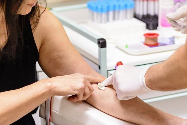 Забор крови с вены для анализа на климакс